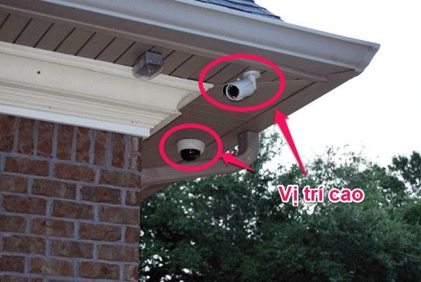 Chọn vị trí cao khi lắp camera cho ngôi nhà