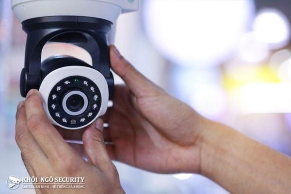 Lắp cố định camera lên tường hoặc trần nhà